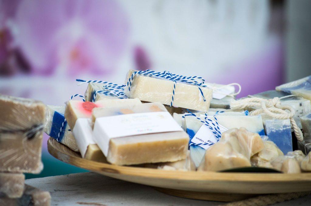 Savon lait de chèvre bio : les bienfaits de cet ingrédient parfait